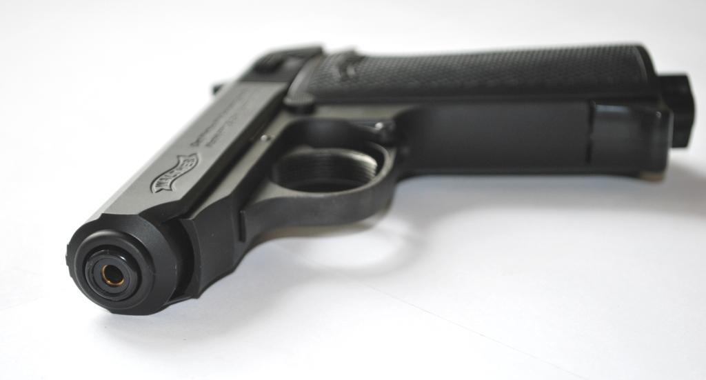 Пистолет пневматический Umarex Walther PPK/S (с черной рукояткой)
