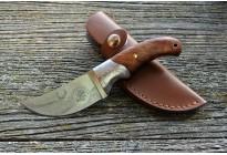 Нож охотничий с деревяной ручкой  и гравировкой