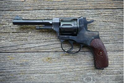 Револьвер сигнальный Р2 (Наган)