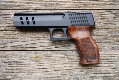 Пистолет Joker KURS кал. 5, 6/16 дерев. рукоять (чехол + 2 пачки патронов)
