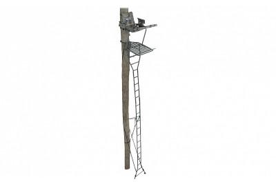 Лабаз с лестницей, приставной к дереву, высота 6, 7 м